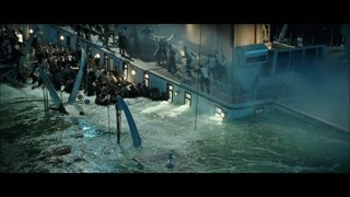 船舱开始大量进水 每个人都还在跟求生作斗争
