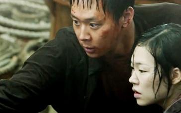 《海雾》精彩片段 朴有天抗争船长携爱人逃出险境
