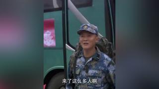 剧组选演员竟然是圈套,宿舍遭袭击大半人员遭淘汰 #火蓝刀锋  #杨志刚