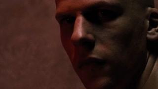 是谁来监狱看望莱克斯·卢瑟?