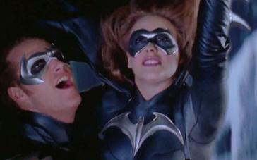 《蝙蝠侠与罗宾》精彩片段 蝙蝠侠高空救险科学家