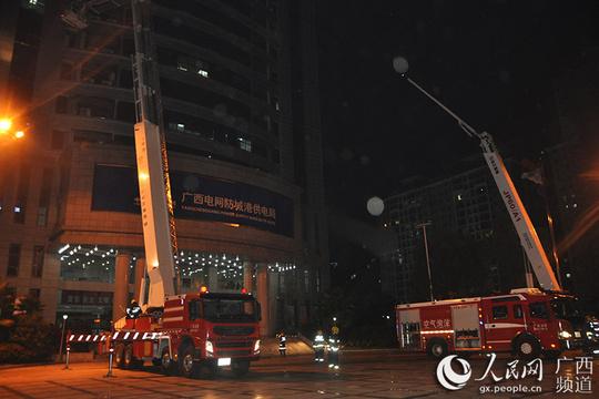 防城港市公安消防支队开展夜间实战化演练