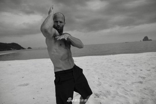 杰森-斯坦森运动训练写真 50岁的魔鬼筋肉人