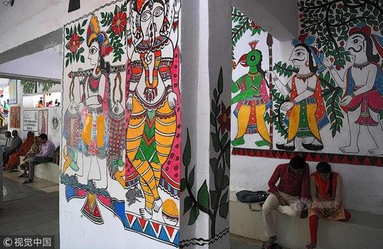 200名艺术家画2个月 印度最脏火车站华丽变身