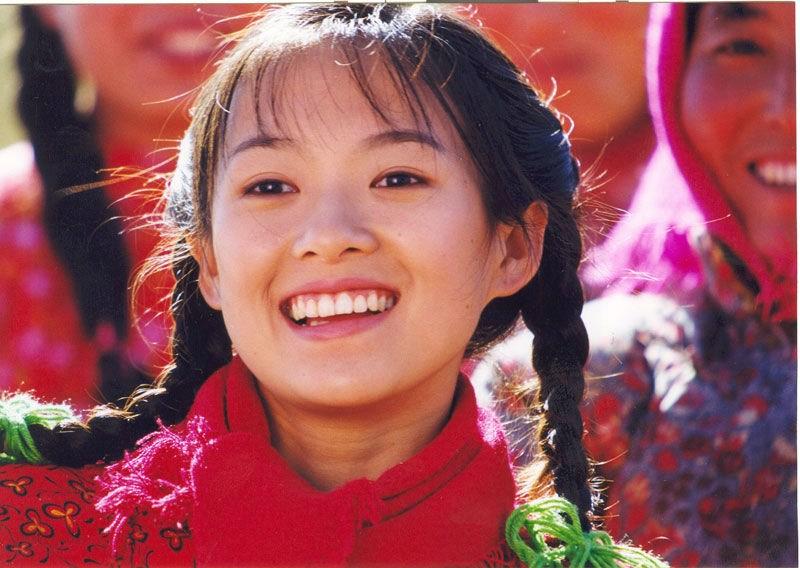 女星首次出镜怂照 李小璐搂玩具似甜馨
