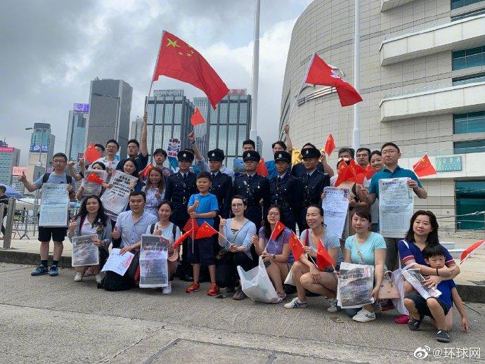 表情 香港市民到金紫荆广场参加升旗仪式 升旗仪式 新浪新闻 表情