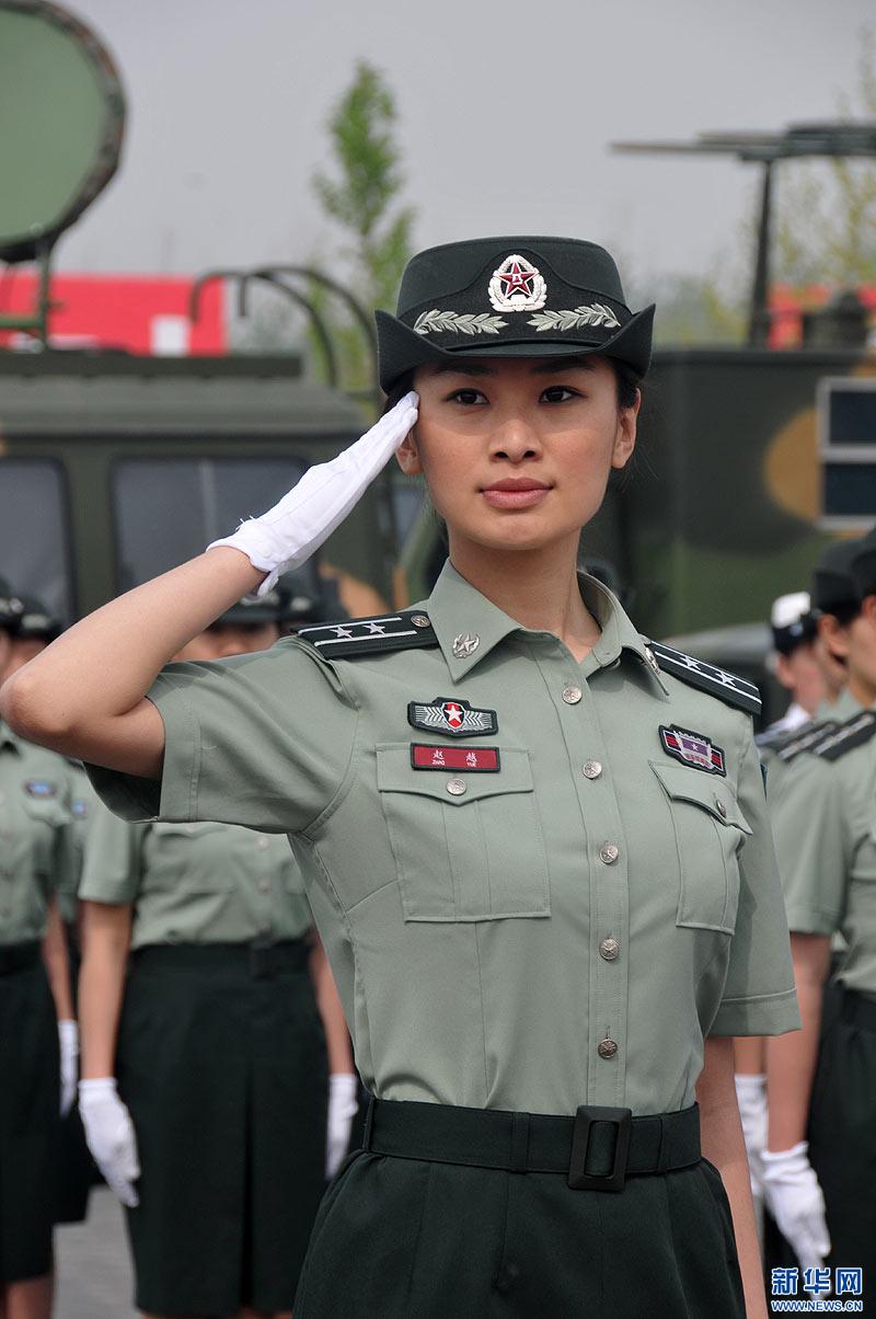 云、吴旭)全军07式预备役军服换装仪式26日在北京举行.参加换装图片
