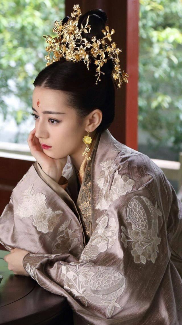 樱花学院平民追公主第一集。