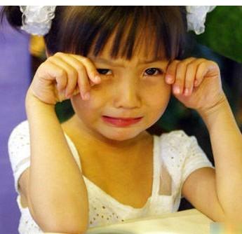 表情 大方的小男孩,给你一颗糖吃 小孩宝宝图片 QQ表情党 表情