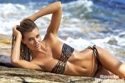 格里芬约会泳装超模沙滩写真