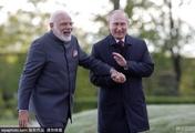 印度总理到访俄罗斯 与普京谈笑风生