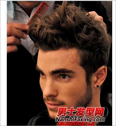 男生飞机头发型怎么打理