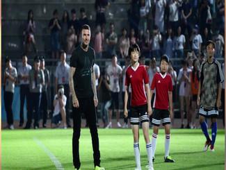 """贝克汉姆""""空降""""北理工 与中国青少年切磋球技"""
