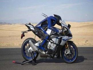 机器人摩托车手亮相 直接上车行驶