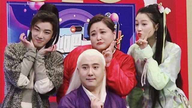 王牌家族为华晨宇庆生太感动 王俊凯春晚后台被小演员拉手超温柔