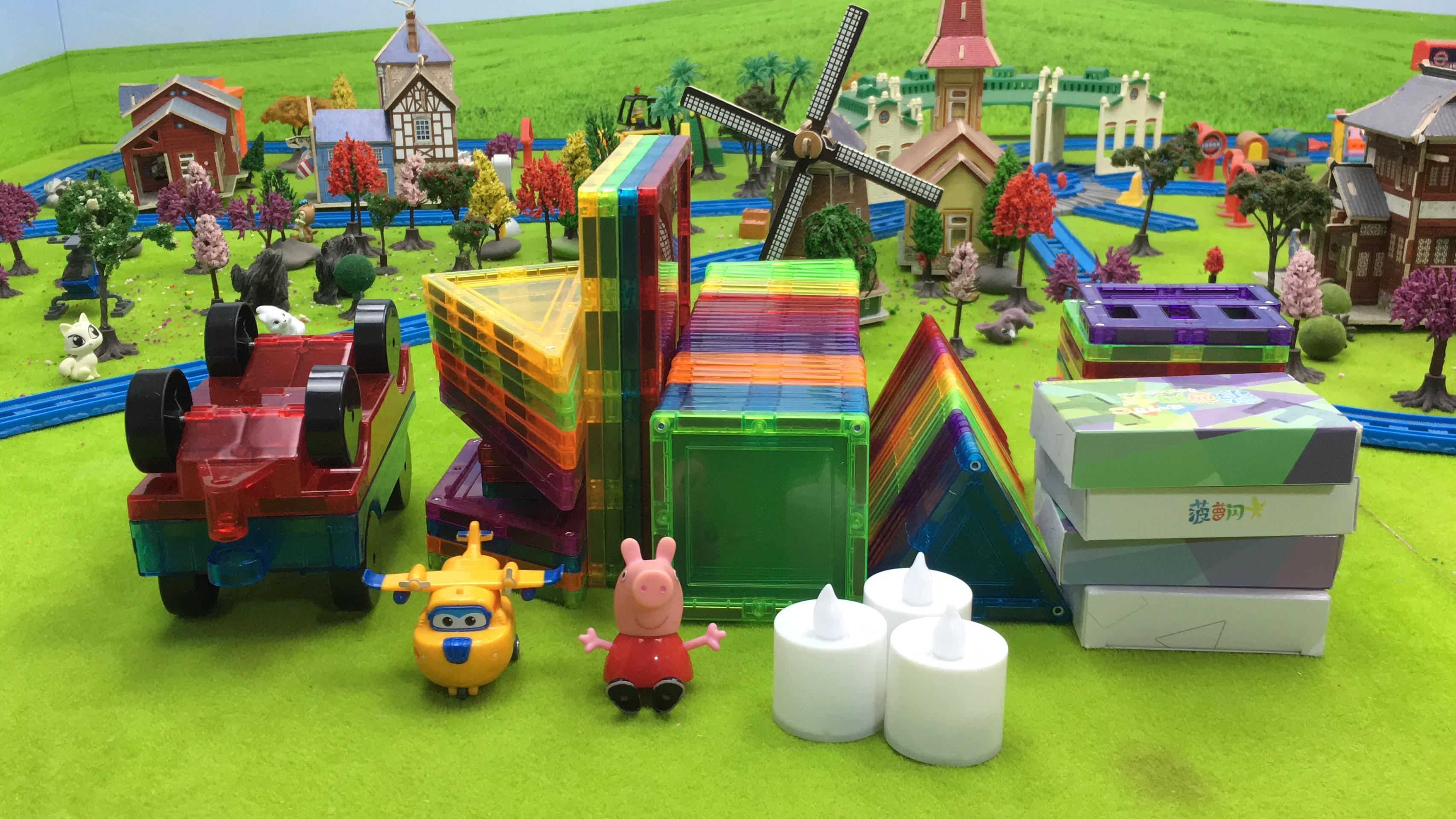 超级飞侠多多和小猪佩奇玩菠萝树炫彩玩具娃娃军装磁力视频上集积木图片