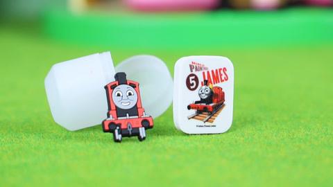 托马斯:奇趣蛋拆箱 拆到了詹姆士笔套橡皮
