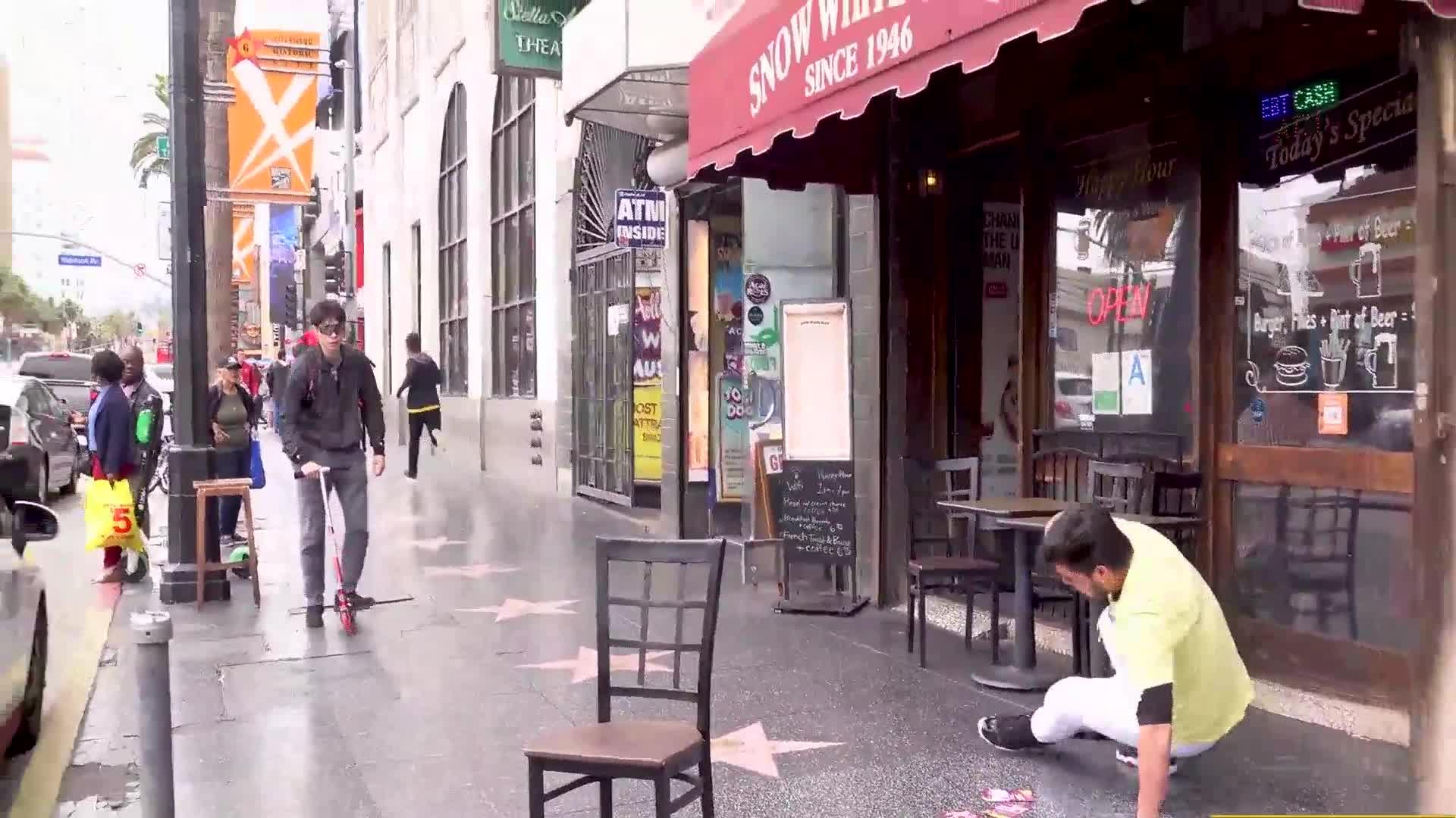 """美国整蛊""""贱男""""好莱坞街头拉椅子恶作剧 原来都是用钱收买"""