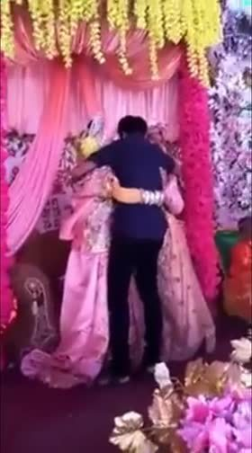 新娘嫁表哥紧抱前男友哭昏