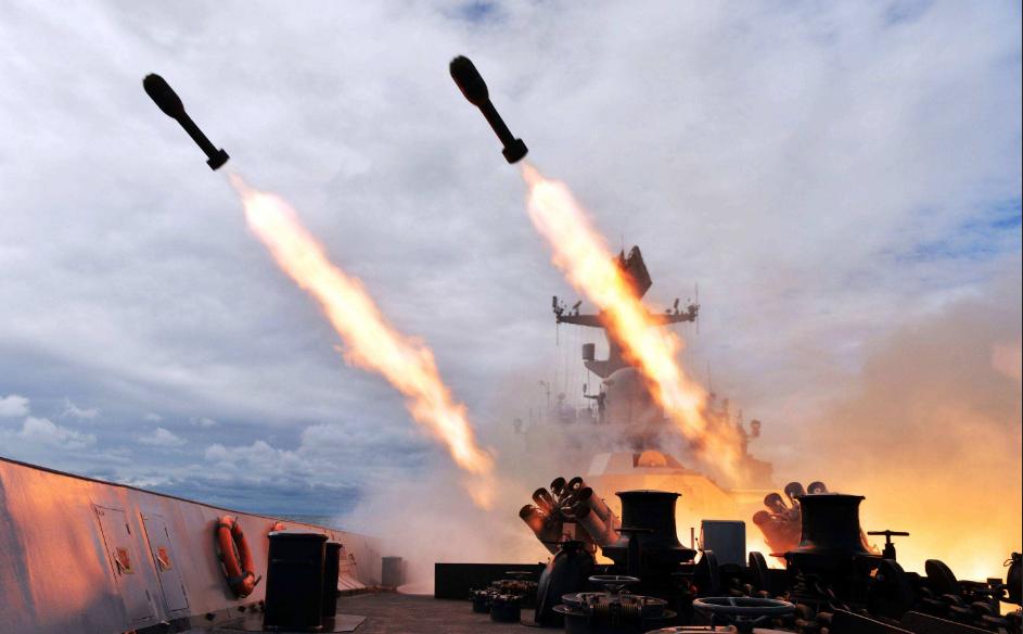 一夜之間中東大變天?7枚導彈連射軍營,美伊之戰正式打響?