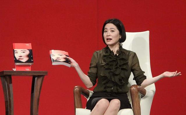 林青霞這樣的女人真不怕老,就算不再年輕瞭,但氣質仍然很強