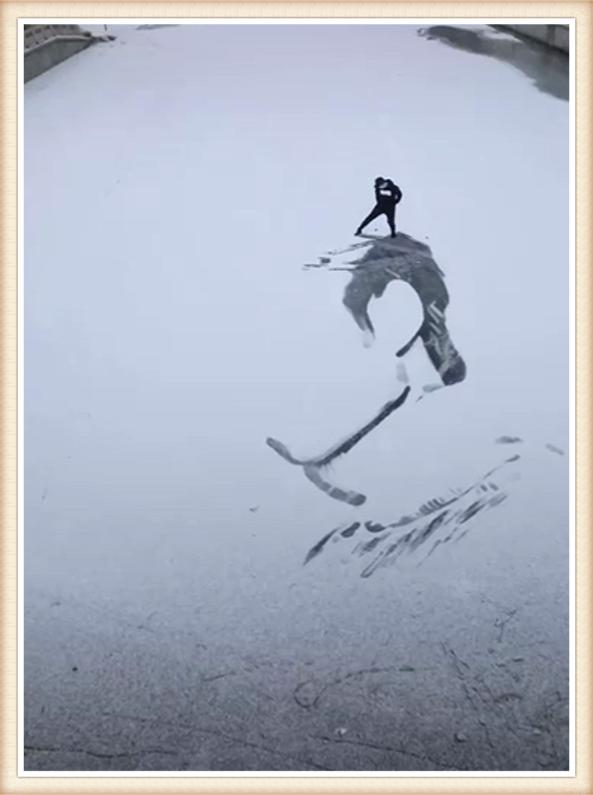 """教你如何攻击冒险岛私服美术生雪地画画,不用大型工具用""""脚踩"""",成品:你们要的王一博"""