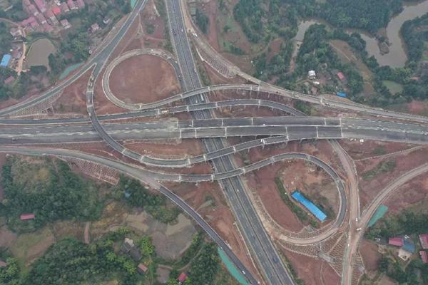 """成渝間第四條高速公路""""成資渝高速公路""""計劃年內開通"""