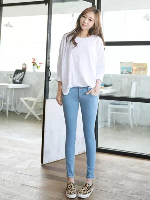 清清爽爽的还显腿长,打底裤的贴身设计显女人的S型身材插图(4)