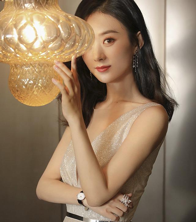 快手dnf私服真的吗赵丽颖:我太瘦穿不了旗袍,何炅:我相信你,结果成品美成经典!