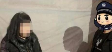 廣西一50歲大媽街頭搔首弄姿過往男性,見到民警撒腿就跑