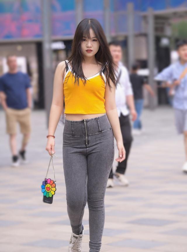 胖姑娘穿牛仔裤,不是展示身材,微胖美也是一种美插图(5)