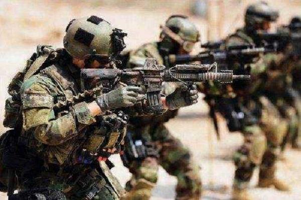 美國決定要發動大戰?一次性擴軍8個師,普京下令15萬俄軍進入戰備