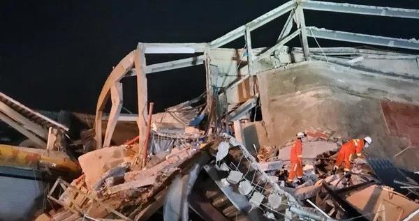 坍塌酒店用于疫情重点地区人群隔离观察 现场救已出34人