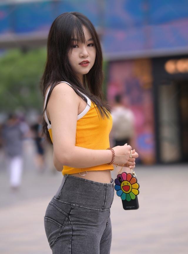 胖姑娘穿牛仔裤,不是展示身材,微胖美也是一种美插图(7)