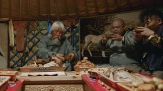 古墓奇谭2穿越死亡海:金茂才后人死亡海寻宝 老先生神秘举动为何