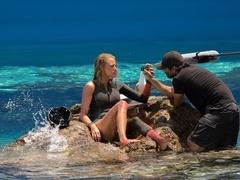 """《鲨滩》制作特辑 全景解析惊险""""人鲨大战"""""""