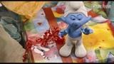 《蓝精灵2》片段: A Present