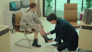 《爱上北斗星男友》唐懋亲自为素汐穿鞋 素汐尴尬以对
