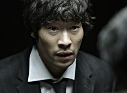 《嫌疑人X的献身》中文预告片 韩式悬疑冷冽呈现