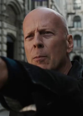 """《虎胆追凶》终极预告 布鲁斯·威利斯""""枪指""""暴力"""