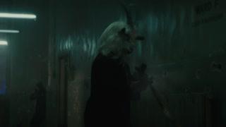 疯人院发生激烈枪战 哈利奎恩竟然被如此对待