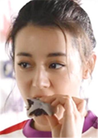 微电影《热舞吧!青春》花絮 热巴狂吃小零食惊呆王一博