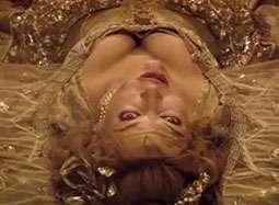 《三个火枪手》30秒宣传片 米拉低胸古裙俯冲陷阵