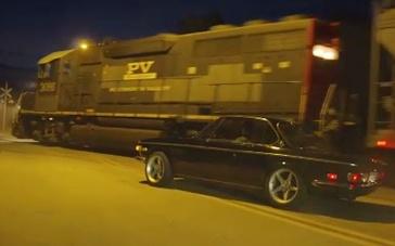 《极品飞车》精彩片段 夜幕飙车与火车头擦身而过