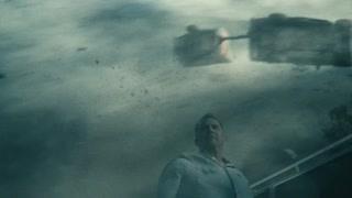 超人人类父亲被龙卷风淹没