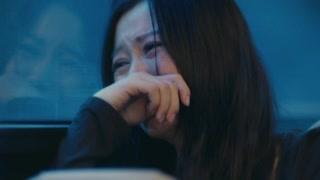 女子因老公出轨在公交车上崩溃大哭  旁边的刘昊然和欧阳娜娜亮了