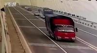 【安徽】铜陵长江大桥2车正面相撞致3死 撞击画面曝光