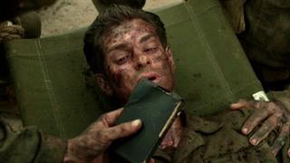画面感人 男主最后一刻都不忘记圣经