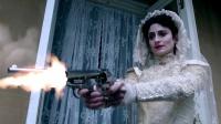 《神探夏洛克》持枪新娘脸色苍白 狂开枪饮弹自尽