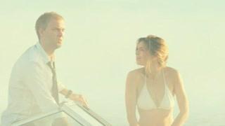 夫妻驾船出海迷路  偶然发现一个美丽的小岛